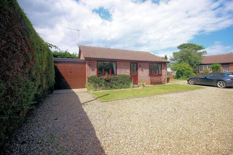 2 bedroom detached bungalow for sale - Fakes Road, Hemsby, Great Yarmouth, NR29