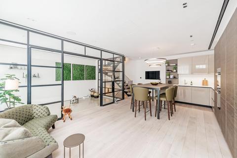 3 bedroom mews to rent - Princes Gate Mews, Knightsbridge SW7