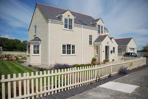 4 bedroom detached house for sale - Fronwen, Llanfachraeth