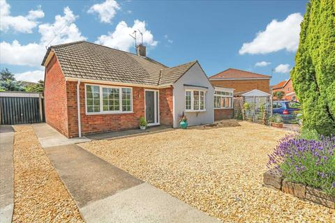 3 bedroom bungalow for sale - Victor Drive, North Hykeham, Lincoln