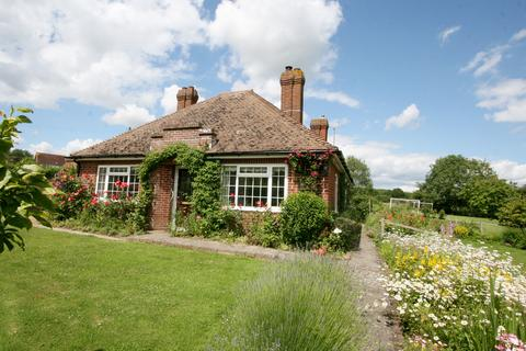 2 bedroom detached bungalow for sale - The Green, Woodchurch TN26