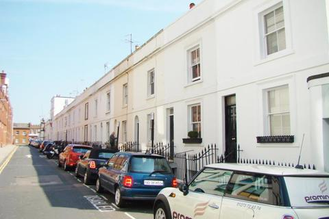 3 bedroom terraced house to rent - Robert Street, Brighton BN1 4AH
