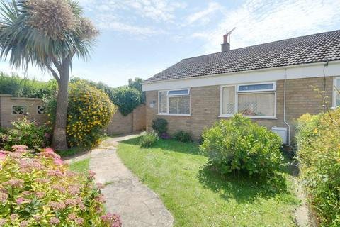2 bedroom bungalow for sale - Cranesbill Road, NR33