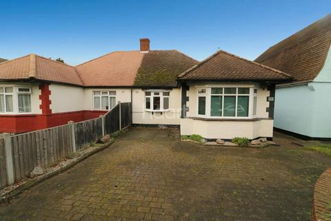 3 bedroom bungalow for sale - Carlingford Drive, Westcliff On Sea