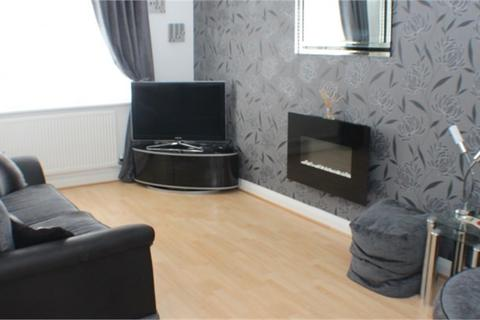 3 bedroom terraced house to rent - Thirlmere Avenue, Slough, Berkshire