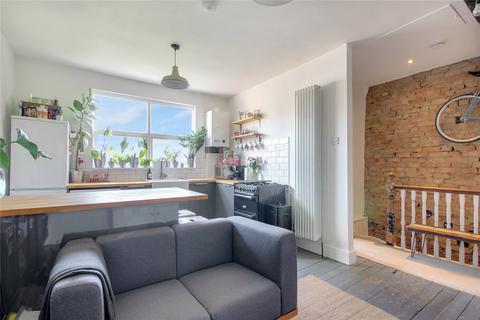 2 bedroom apartment for sale - Lyndhurst Road, London, N22