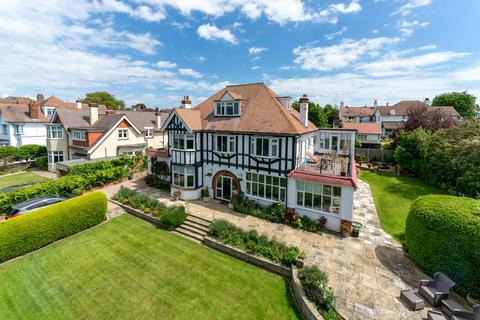 6 bedroom detached house for sale - Second Avenue, Frinton-On-Sea