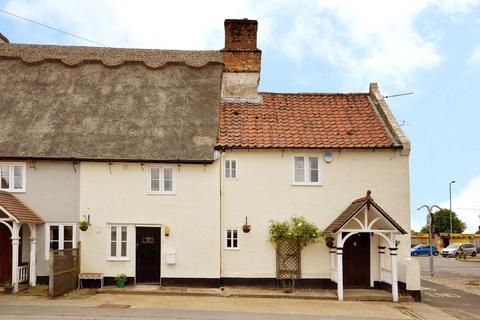 3 bedroom cottage for sale - The Street, Poringland