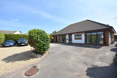 4 bedroom detached bungalow for sale - 16 Oyster Bend, Sully, Vale of Glamorgan, CF64 5LW