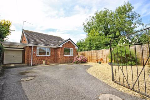 2 bedroom detached bungalow for sale - Wessex Drive, Off Hales Road, Cheltenham, GL52