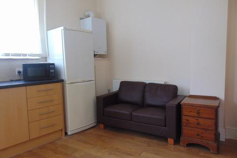 1 bedroom flat to rent - Lodge Road