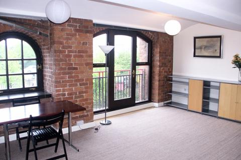 Studio to rent - Castle Quay, Chester Road, Manchester, M15