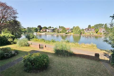 1 bedroom apartment for sale - Barrington Court, Thames Side, Staines-upon-Thames, Surrey, TW18