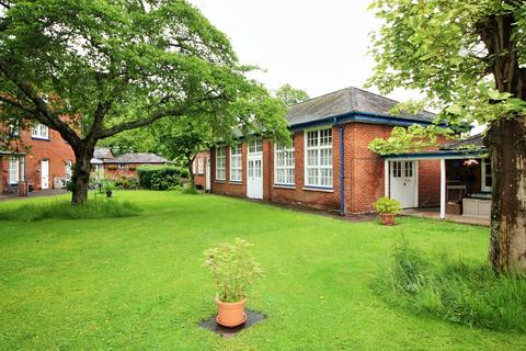 2 bedroom semi-detached bungalow for sale - Western Road, Crediton
