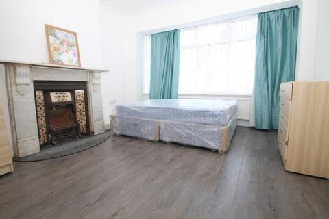 5 bedroom house share to rent - Silverleigh Road, Croydon, CR7
