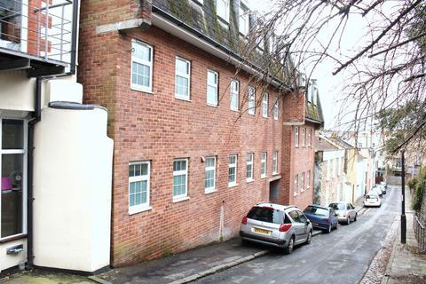 Studio to rent - Richmond Dale, Clifton, Bristol
