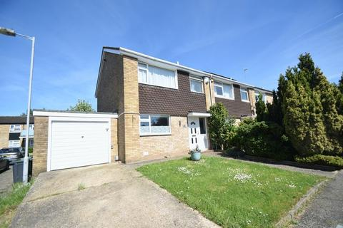 3 bedroom semi-detached house to rent - Keymer Close, Luton