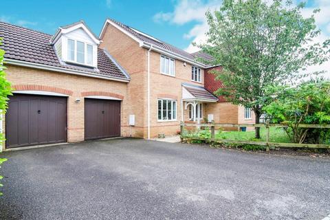 5 bedroom detached house for sale - Buttercup Lane, West Lynn