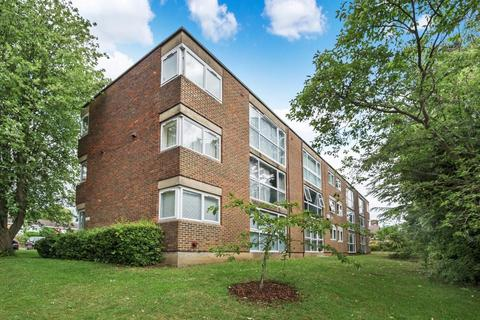 2 bedroom apartment to rent - Lingfield Close, Northwood