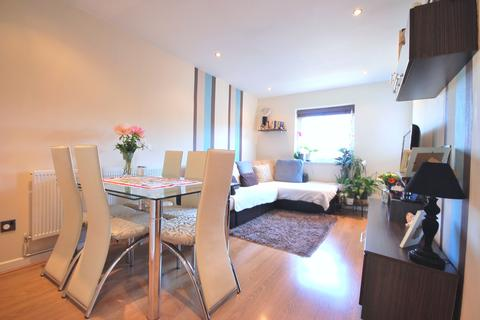 2 bedroom flat to rent - Empire Wharf Road, London