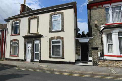 3 bedroom end of terrace house for sale - Crown Street West, Lowestoft