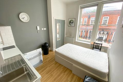Studio to rent - Southgate Street, Winchester