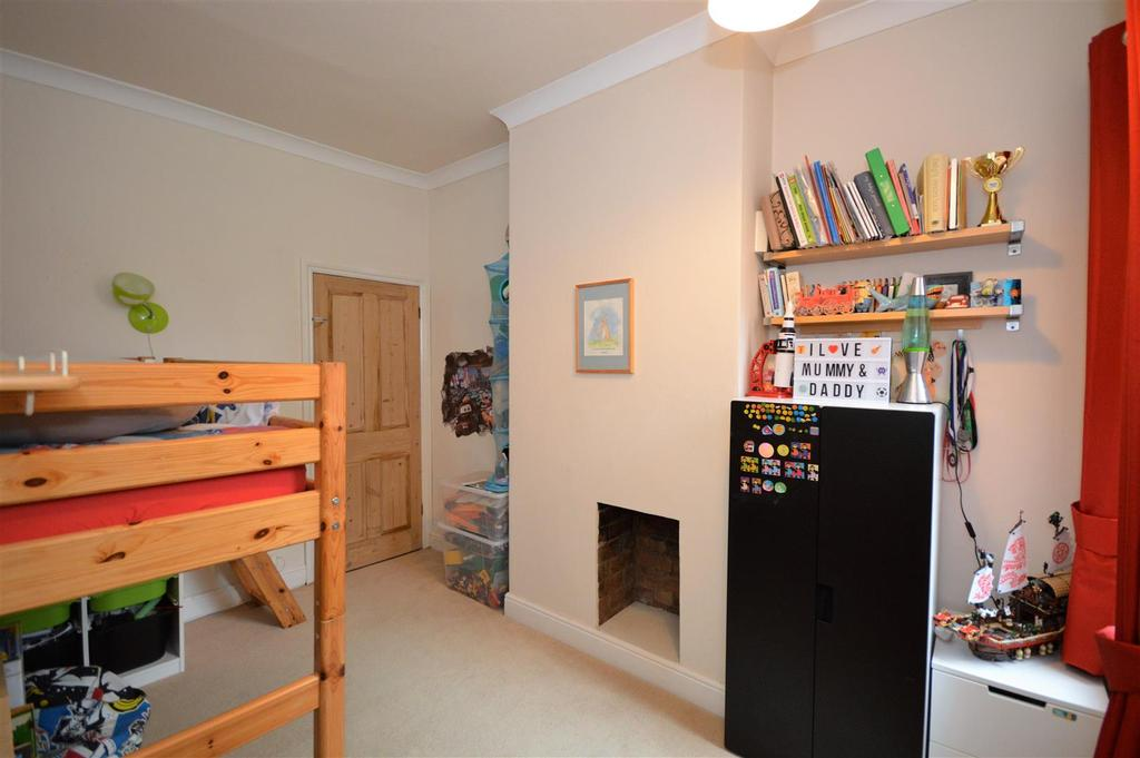 Bedroom Two (Middle)