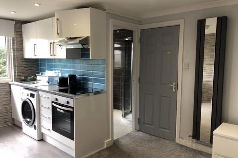 1 bedroom house share to rent - High Class Studio Living!!