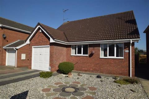 2 bedroom detached bungalow for sale - Standidge Drive, Hull, HU8