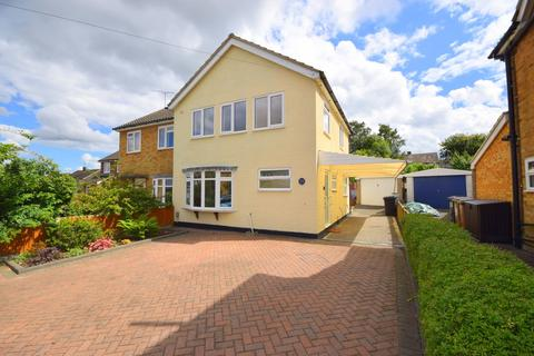 3 bedroom semi-detached house for sale - Maple Drive, Chelmsford, CM2 9HR