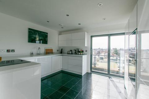 2 bedroom penthouse to rent - Bath Street, Cheltenham, GL50 1YA