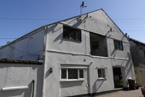 3 bedroom flat for sale - New Road, Callington