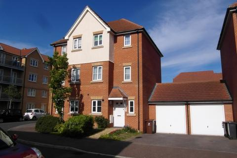 3 bedroom townhouse to rent - Tallow Close, Dagenham RM9
