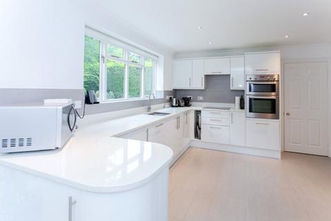 5 bedroom detached house to rent - Donnay Close, Gerrards Cross, Buckinghamshire