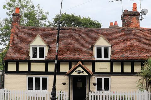 3 bedroom semi-detached house for sale - The Village, Great Waltham, Chelmsford, CM3
