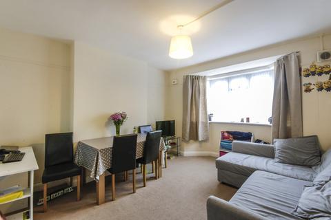 2 bedroom flat to rent - Amblecote Road, London, SE12