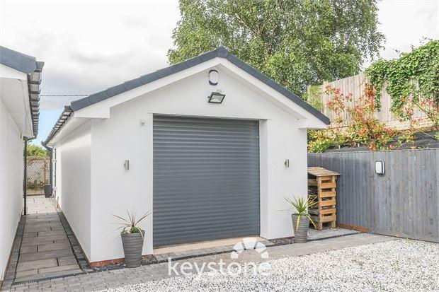 Detached Garage/ Office Space