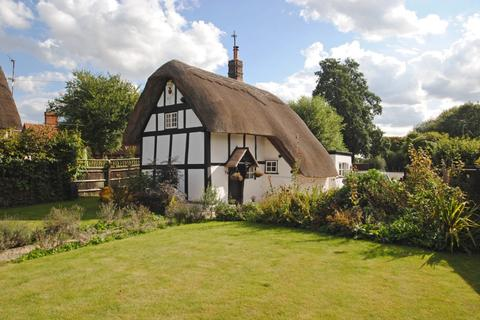 2 bedroom detached house for sale - The Green, Chalgrove