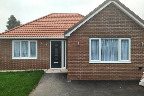 2 bedroom bungalow for sale - Caldicot Road, Rogiet, Rogiet, NP26