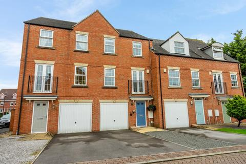 4 bedroom townhouse for sale - Cheshire Close, Rawcliffe, YORK