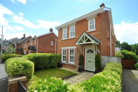 3 bedroom detached house for sale - Wessex Road, Ashley Cross, Lower Parkstone, Poole, BH14