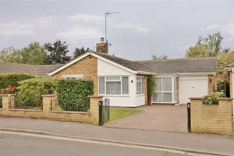 3 bedroom detached bungalow for sale - Rochester Way, Twyford