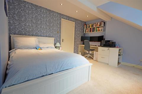 3 bedroom semi-detached house for sale - Farriers Court, Orton Longueville, Peterborough
