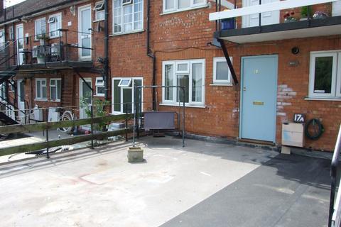 2 bedroom maisonette to rent - Brighton Road, Burgh Heath, Tadworth, KT20