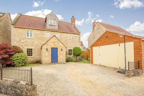 5 bedroom detached house for sale - Spacious family home with views