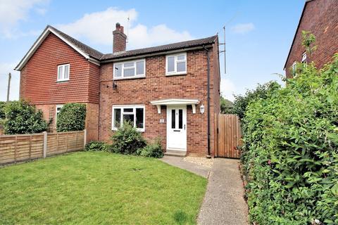 3 bedroom semi-detached house for sale - Manor Road, ALTON, Hampshire