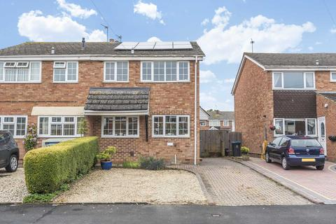 3 bedroom semi-detached house for sale - Colwell Drive, Witney