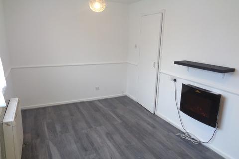 Ground floor flat for sale - 5 De Burton Court