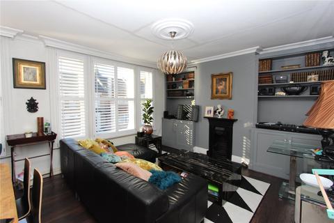 2 bedroom flat - Russell Road, Palmers Green, London, N13