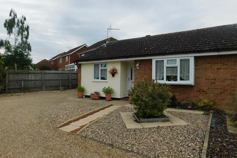 2 bedroom semi-detached bungalow for sale - Kipling Way, Stowmarket